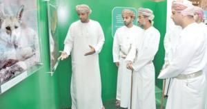 """وزيرالبيئة والشؤون المناخية يفتتح معرض مسابقة التصوير الضوئي """"نصون عماننا الجميلة"""" ويتوج الفائزين بمراكزها الأولى"""