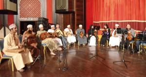 عازفو هواة العود يتحاورون بلغة الموسيقى مع العازفين المصريين