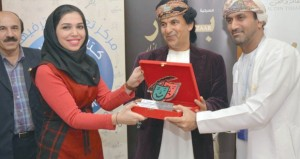 """""""بازار"""" تلاقي إشادة كبيرة من الجمهور الإيراني في مهرجان فجر الدولي المسرحي"""