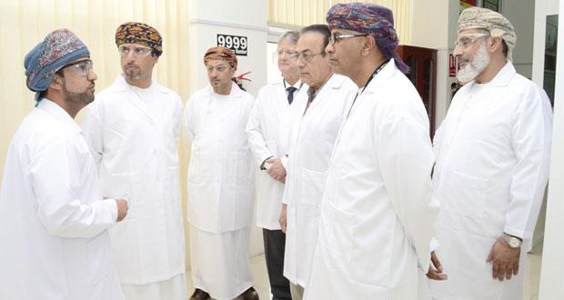 وكيل النفط والغاز يتعرف على الخدمات المقدمة بمختبر تحليل عينات النفط الأول من نوعه في الشرق الأوسط