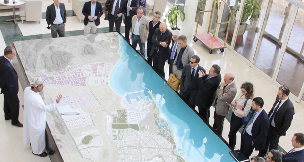وفد إيطالي يتعرف على الفرص الاستثمارية في المنطقة الاقتصادية الخاصة بالدقم