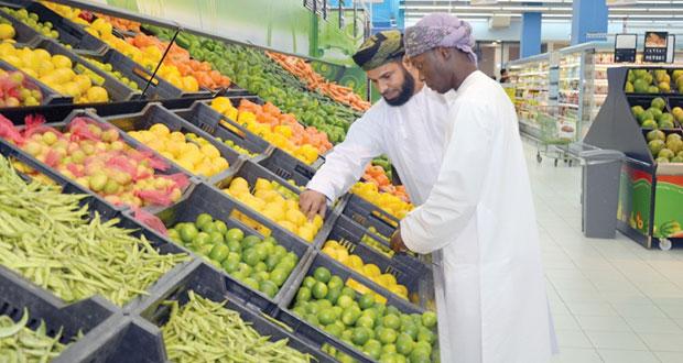 بلدية مسقط تتلف 2305 أطنان من الخضراوات والفواكه و4015 كرتونة من البيض في 2014م