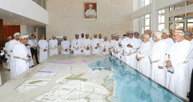 أعضاء مجلس الدولة يطلعون على الفرص الاستثمارية وإمكانيات المنطقة الاقتصادية الخاصة بالدقم