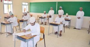 طلاب دبلوم التعليم العام يؤدون اختبار اللغة العربية في امتحانات الفصل الدراسي الأول