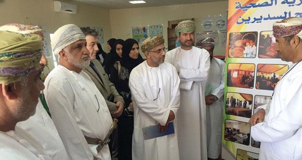 متابعة مشاريع المبادرات المجتمعية والمؤسسات الصحية بالظاهرة