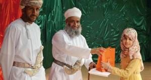 الاحتفال بتكريم الفائزين في مسابقة حفظ وتجويد القرآن الكريم بنـزوى