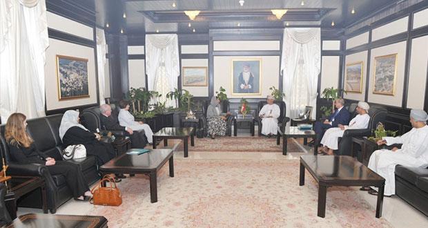 الرواس يستقبل أعضاء مجلس الإشراف على مركز السلطان قابوس للثقافة بواشنطن