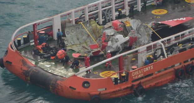 انتشال ذيل الطائرة الماليزية بانتظار نتيجة البحث عن الصندوقين الأسودين