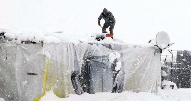 العاصفة الثلجية تطارد اللاجئين السوريين بتركيا ولبنان والأردن
