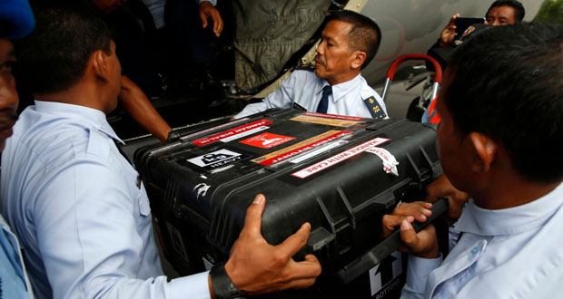 العثور على الصندوق الأسود المتعلق برحلة الطائرة الماليزية