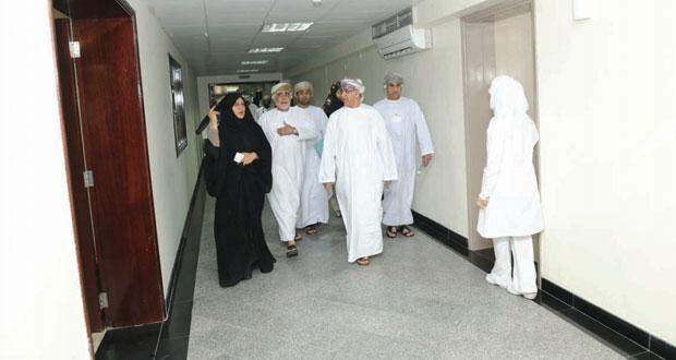 وزير الصحة يزور مستشفى النهضة بعد بدء تشغيل العيادات الخارجية به