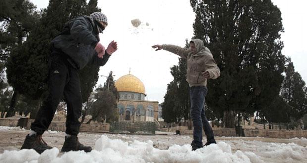 """"""" المنخفض الجوي """" يزيد أوضاع المشردين في غزة سوءا"""