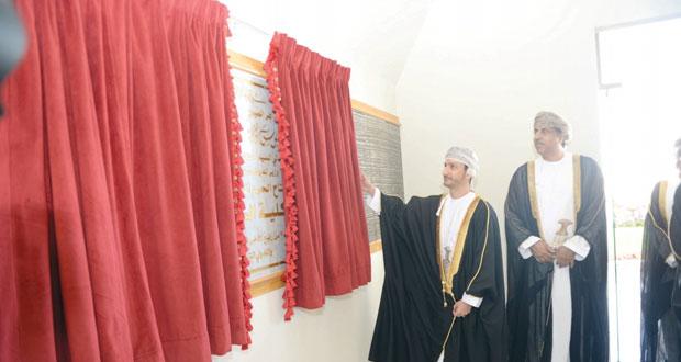 وزير الدولة ومحافظ مسقط يفتتح المبنى الجديد لكلية الخليج بالمعبيلة الجنوبية