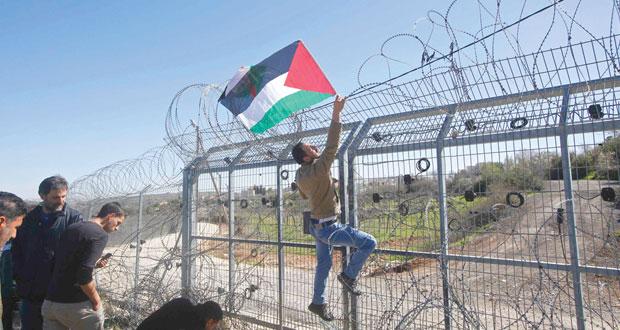 الفلسطينيون يطالبون بآليات دولية تلزم الاحتلال بوقف الاستيطان