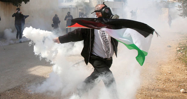 الاحتلال يقمع مسيرات الضفة السلمية وإصابة مسنة