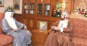 نيابة عن جلالة السلطان أسعد بن طارق يستقبل سفير البحرين