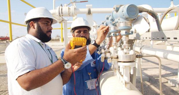 """اتحاد عمال قطاع النفط والغاز لـ """"الاقتصادي"""": هناك حالات تسريح لشركات نفط محلية لبعض العمال والتدخل جاء متأخرا"""