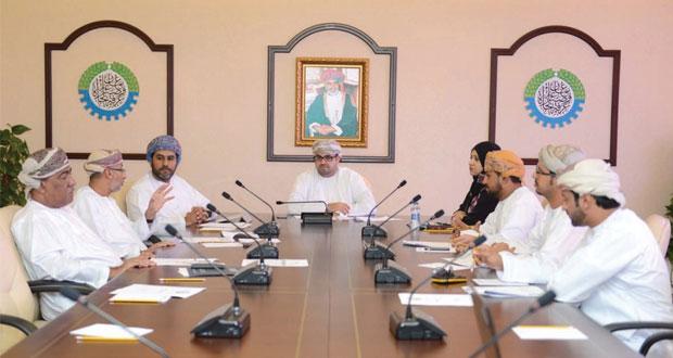لجنة الصناعة بالغرفة تستعرض تحديات القطاع الصناعي بالسلطنة
