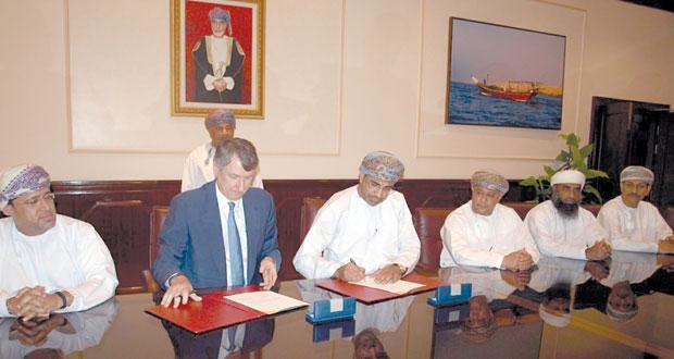 """""""الزراعة والثروة السمكية"""" توقع على اتفاقية تمويل إنشاء سوق الأسماك النموذجي بعبري مع """"تنمية نفط عمان"""""""