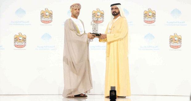 السلطنة تفوز بفئتين في جائزة أفضل خدمة حكومية للهاتف النقال
