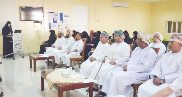 حلقة عمل صحية بكلية السلطان قابوس لتعليم اللغة العربية بمنح