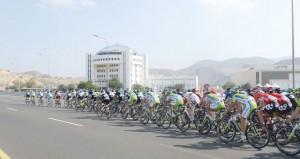 طواف عمان يبهر الأنظار ويصنف من أفضل السباقات العالمية