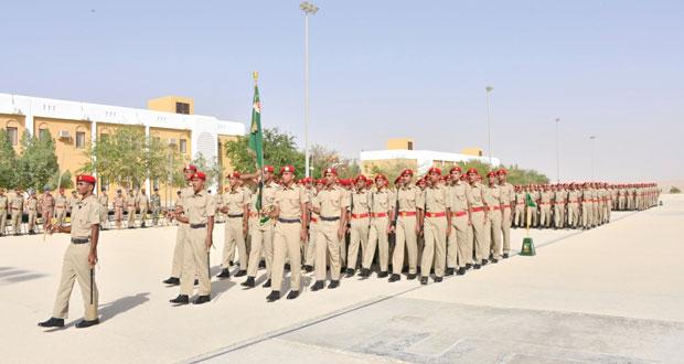الجيش السلطاني العماني يحتفل بتخريج الدورة التحويلية للضباط الجامعيين التخصصيين