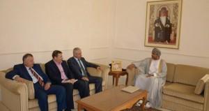 حمد العوفي يستقبل وزير الشؤون الاجتماعية الفلسطيني