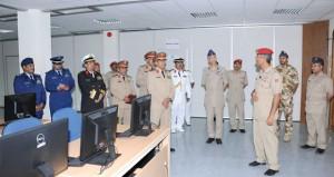 رئيس هيئة الاركان العامة السعودي يزور كليتي الدفاع الوطني والقيادة والأركان