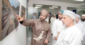 """افتتاح معرض تدشين كتاب """"روائع عُمان الجيولوجية"""" في جمعية التصوير الضوئي"""