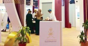 ركن ديوان البلاط السلطاني يشهد إقبالا من زوار معرض مسقط الدولي للكتاب