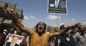 اليمن: هادي يعقد اجتماعات من القادة العسكريين بعدن وتظاهرات لمؤيديه في تعز