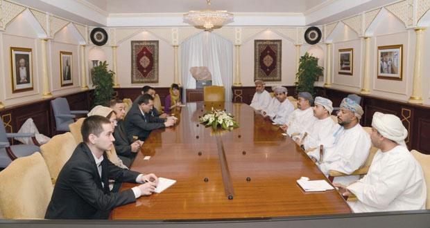 بحث التعاون بين جامعتي السلطان قابوس وطشقند الإسلامية