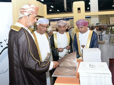 هيثم بن طارق يفتتح الدورة العشرين لمعرض مسقط الدولي للكتاب ويدشن الموقع الإلكتروني لاحتفالية نزوى عاصمة الثقافة الإسلامية