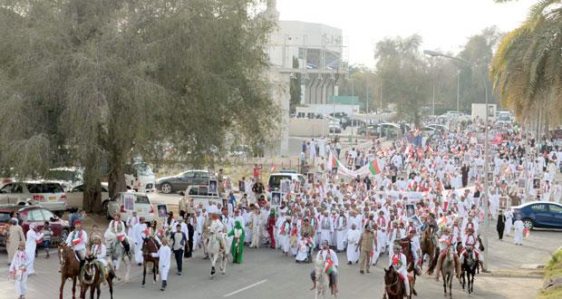 العمانيون يواصلون مسيرات الحمد والدعاء في ربوع البلاد
