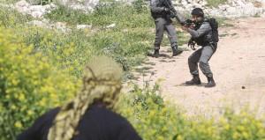 """الاحتلال يعتدي بـ"""" الرصاص الحي """" على مسيرات الضفة السلمية"""
