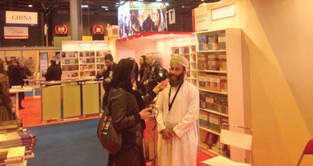 رئيس الحكومة الفرنسية يشيد بجناح السلطنة المشارك في فعاليات معرض الكتاب الدولي بباريس