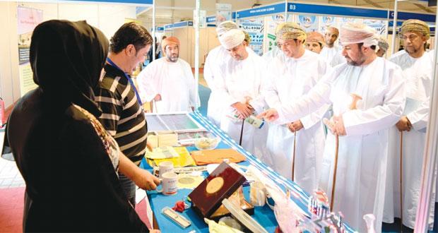 أكثر من 100 شركة تشارك في معرض المنتجات العمانية بولاية صحار