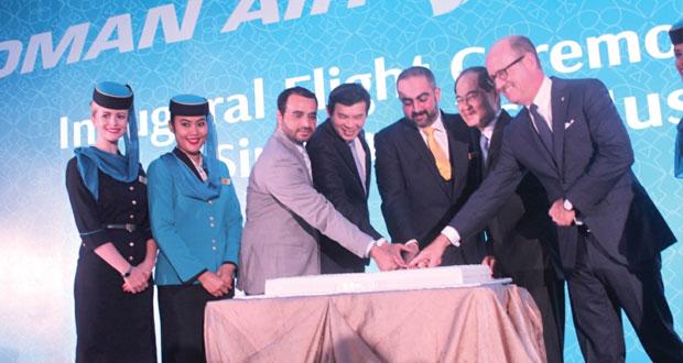 الطيران العماني يحتفل بافتتاح خط مسقط ـ سنغافورة وسط ترحيب وإشادة الجميع
