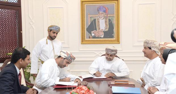 البـلديات الإقليمية توقع اتفاقيات تنفيذ عدد من مشاريع رصف الطرق الداخلية بطول يتجاوز (900) كيلومتر بمختلف محافظات السلطنة