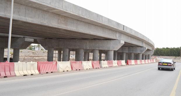 وزارة النقل والاتصالات توقع اتفاقية طريق دوار شركة الغاز إلى دوار بلاد صور بطول 14,6 كيلومتر
