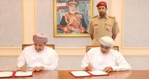 الأمين العام بوزارة الدفاع يوقع اتفاقية تطوير مجمع تجاري ( صلالة جراند مول )