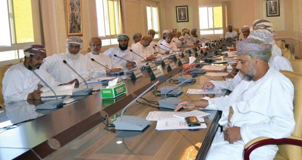 المجلس البلدي بمحافظة الداخلية يناقش التعمين وأسواق الأسماك