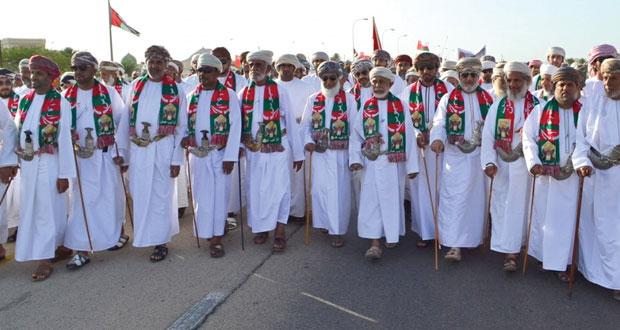 بدية والقابل تحتفلان بعود المقام السامي بمسيرة ومهرجان شعبي