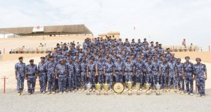 المفتش العام للشرطة والجمارك يلتقي بأعضاء فريق الشرطة للرماية ويقدم لهم التهاني