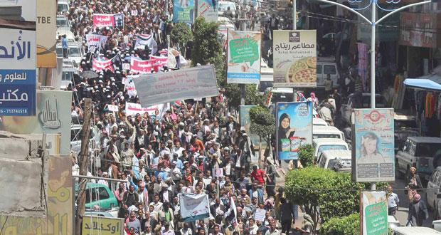 اليمن: هادي يعلن عدن عاصمة وابن عمر ينفي الاتفاق على (الرئاسي)