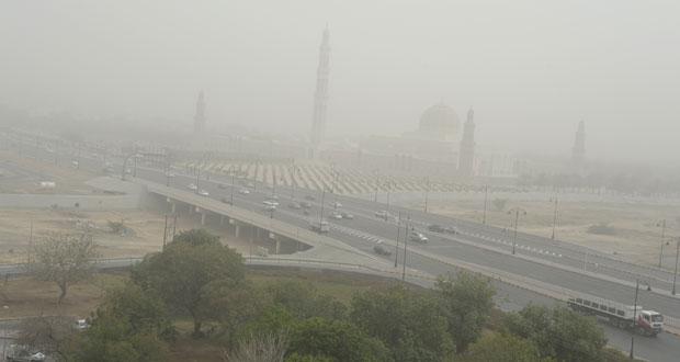 موجة غبار على شمال السلطنة وتوقعات بانحسار تدريجي بدءا من اليوم