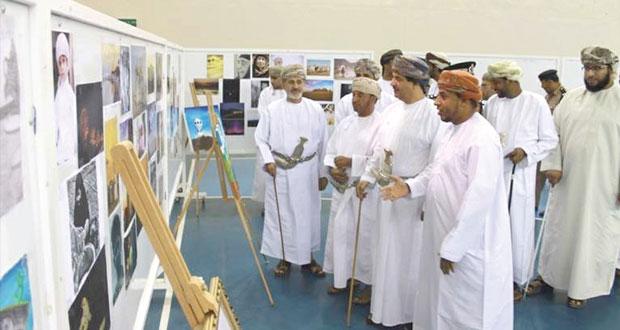 افتتاح معرض الفنون التشكيلية بمجمع نزوى الرياضي