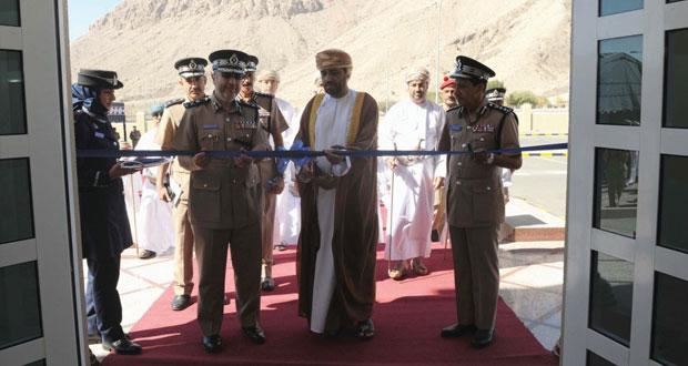 شرطة عمان السلطانية تحتفل بافتتاح مبنى خدمات الشرطة بولاية ينقل