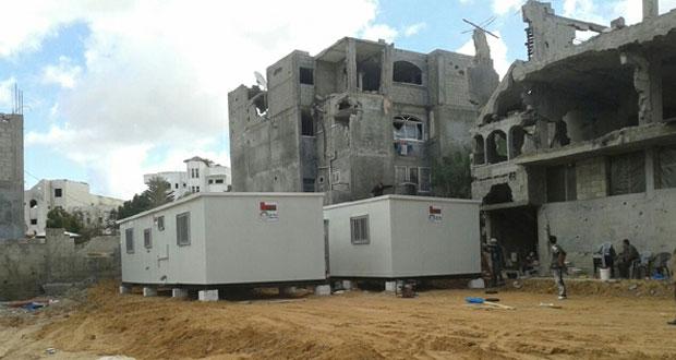 السلطنة تسلم 10 منازل متنقلة لمنكوبي غزة